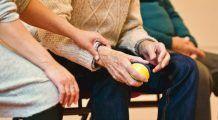 Boala care distruge articulațiile încet dar sigur