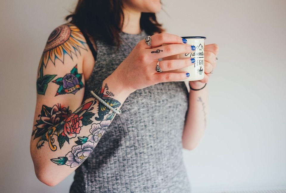 Frumusețe, artă și... PERICOL! Ce se ascunde în spatele tatuajelor