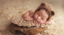 De ce e bine să fotografiem bebelușul în primele 10 zile de viață
