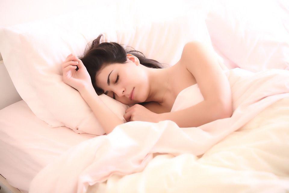 Cum să nu dormi niciodată. Poziții de somn care îți distrug sănătatea