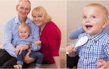 Toți cei care îi văd, au impresia că sunt bunicii copilului, fără să știe ce poveste impresionantă ascunde această imagine