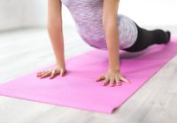 Cum te poate ajuta yoga să previi cancerul