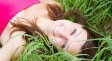 Puterea zâmbetului este magică, poate rezolva o mulțime de probleme. Însă cum e bine să reacționăm la zâmbete false? Tu știi să le diferențiezi?