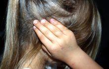 Durerile de cap la copii au cauze emoționale. Creștem o generație de copii stresați, ce-i de făcut?