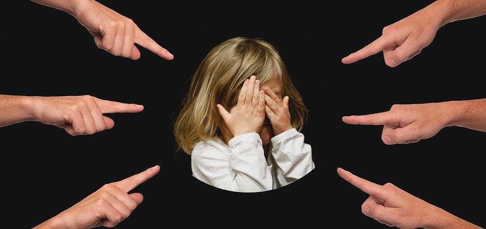Expresii care îi fac rău copilului tău. Nu le mai folosi niciodată, îi creezi adevărate traume emoționale