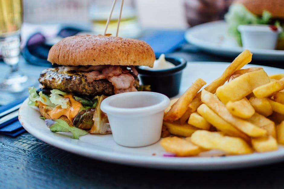 Cele mai cancerigene alimente. Cât de des le consumi?