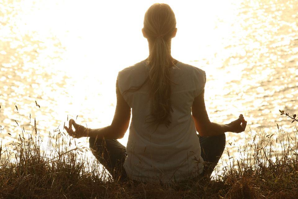 Un psihoterapeut explică ce se ÎNTÂMPLĂ cu adevărat în creierul nostru, atunci când MEDITĂM