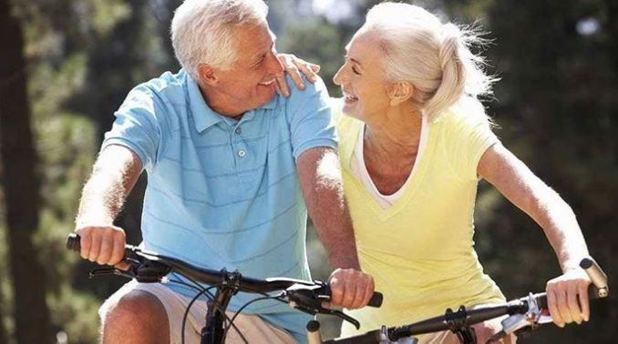 Viața intimă la vârste înaintate nu trebuie să fie un tabu. De ce amorul la vârsta a treia poate fi la fel de incitant ca în tinerețe, uneori poate chiar și mai BUN