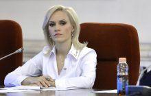Cum arăta Gabriela Firea pe vremea când era reporter la Bacău