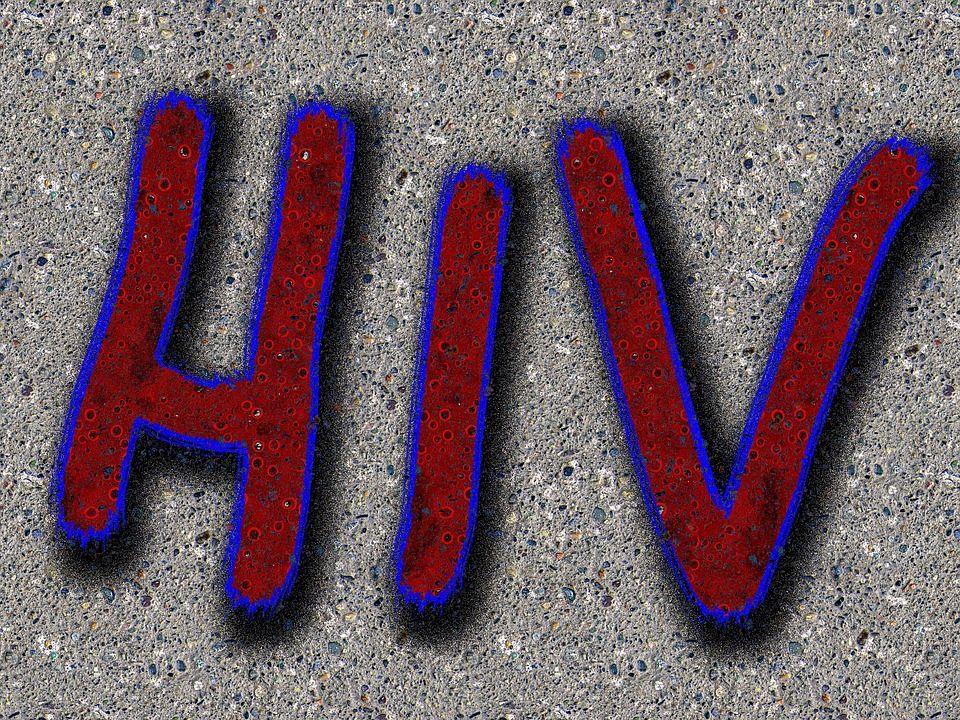 De când se instalează în organism, virusul HIV distruge sistemul imunitar iar simptomele apar abia după câțiva ani