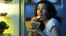 Dacă vă este FOAME noaptea, nu consumați aceste alimente! Sunt foarte periculoase