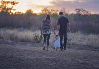Relația părinte-copil poate deveni foarte fragilă, dacă nu știm să comunicăm. Ce ne sfătuiește un cunoscut psiholog