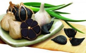 Ce este usturoiul negru si la ce foloseste. Proprietațile lui sunt uluitoare, distruge 14 tipuri de cancer