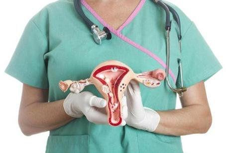 """Acest simptom al cancerului ovarian este ignorat de majoritatea femeilor. Medic: """"Este asemănător cu ce se întâmplă atunci când ești gravidă"""""""
