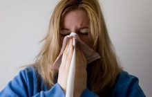 102 români au murit de gripă. Cum se poate ajunge de la o simplă răceală la deces