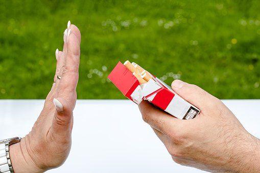 """Viciul care DISTRUGE IREMEDIABIL plămânii. Expert pneumolog: """"În fumul de țigară, există substanțe RADIOACTIVE"""""""