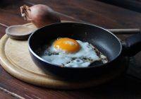 Aveți mare grijă la prepararea ouălor! O greșeală comună vă poate îmbolnăvi GRAV