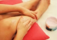 Nu ignora aceste simptome! Durerile de picioare și umflarea gleznelor ar putea fi semnele  unui cheag de sânge