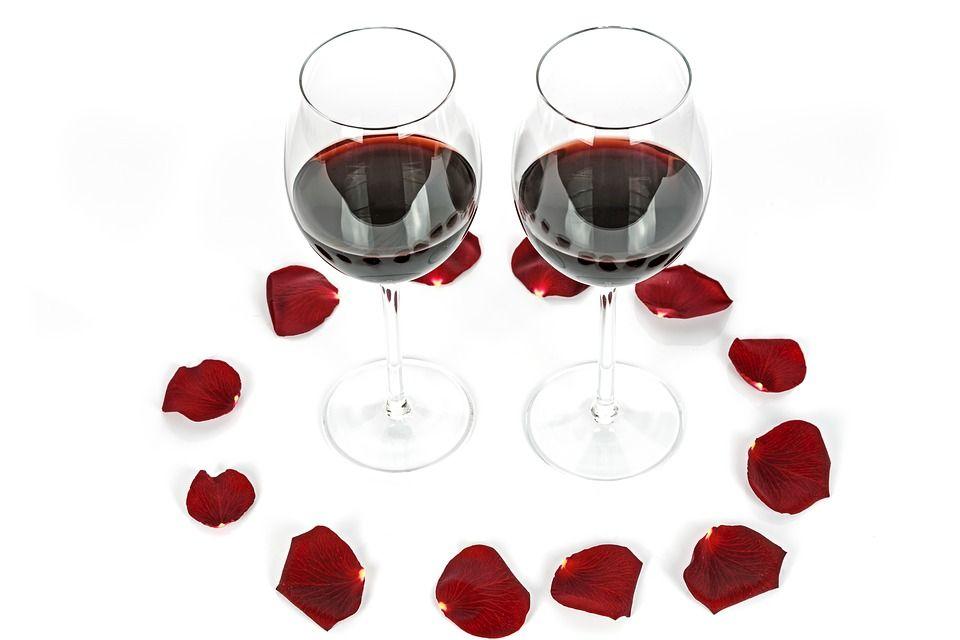 Cum arată o cină afrodisiacă de Valentine's Day. Alimentele cu care stârnești dorința de amor a partenerului