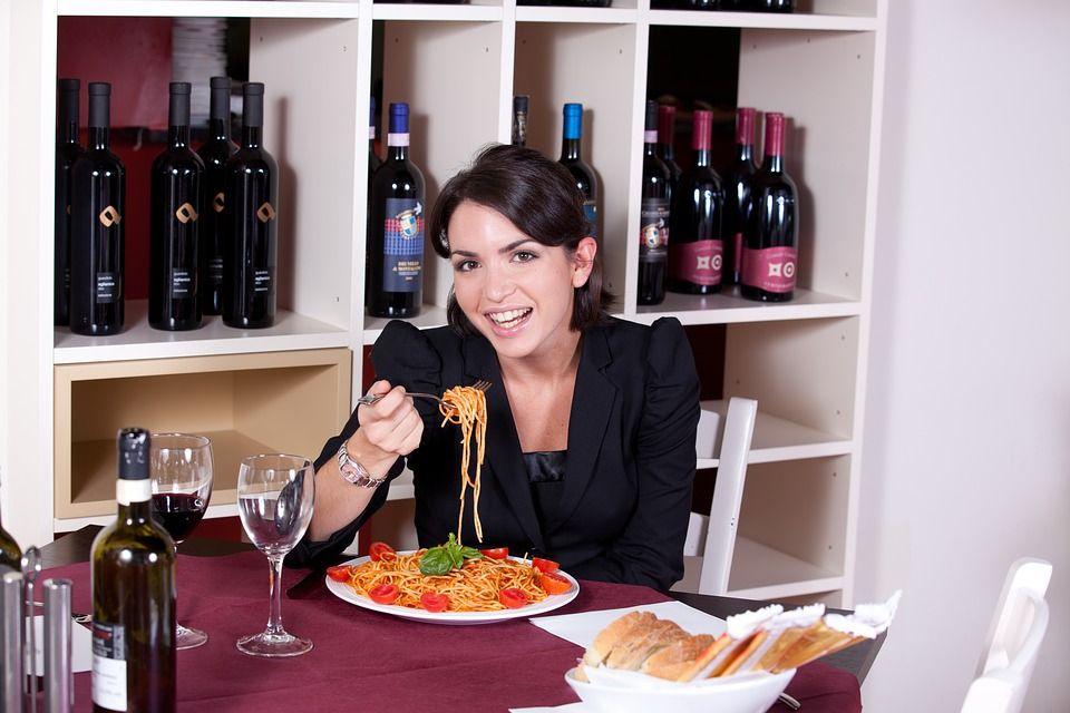 Ce mâncăm ca să fim mai FERICIȚI? Alimentele care ne INDUC starea de bine