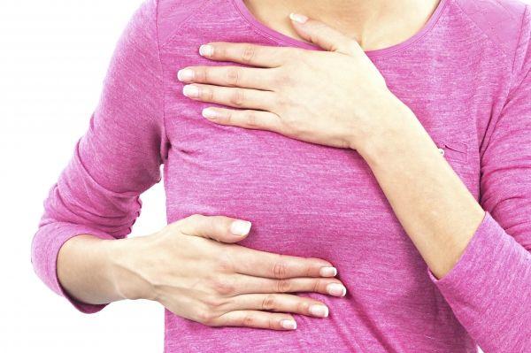 Gestul care îți poate salva viața! Când și cum să-ți palpezi sânii, pentru a descoperi un eventual CANCER, din timp