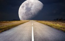 Pregătește-te pentru Luna Plină cea mai mare, cea mai strălucitoare și cea mai rea a anului! Super Luna viermilor vrea totul sau nimic