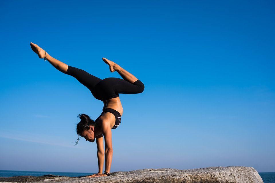 De ce să faci YOGA. Ce beneficii suplimentare are față de antrenamentul aerobic