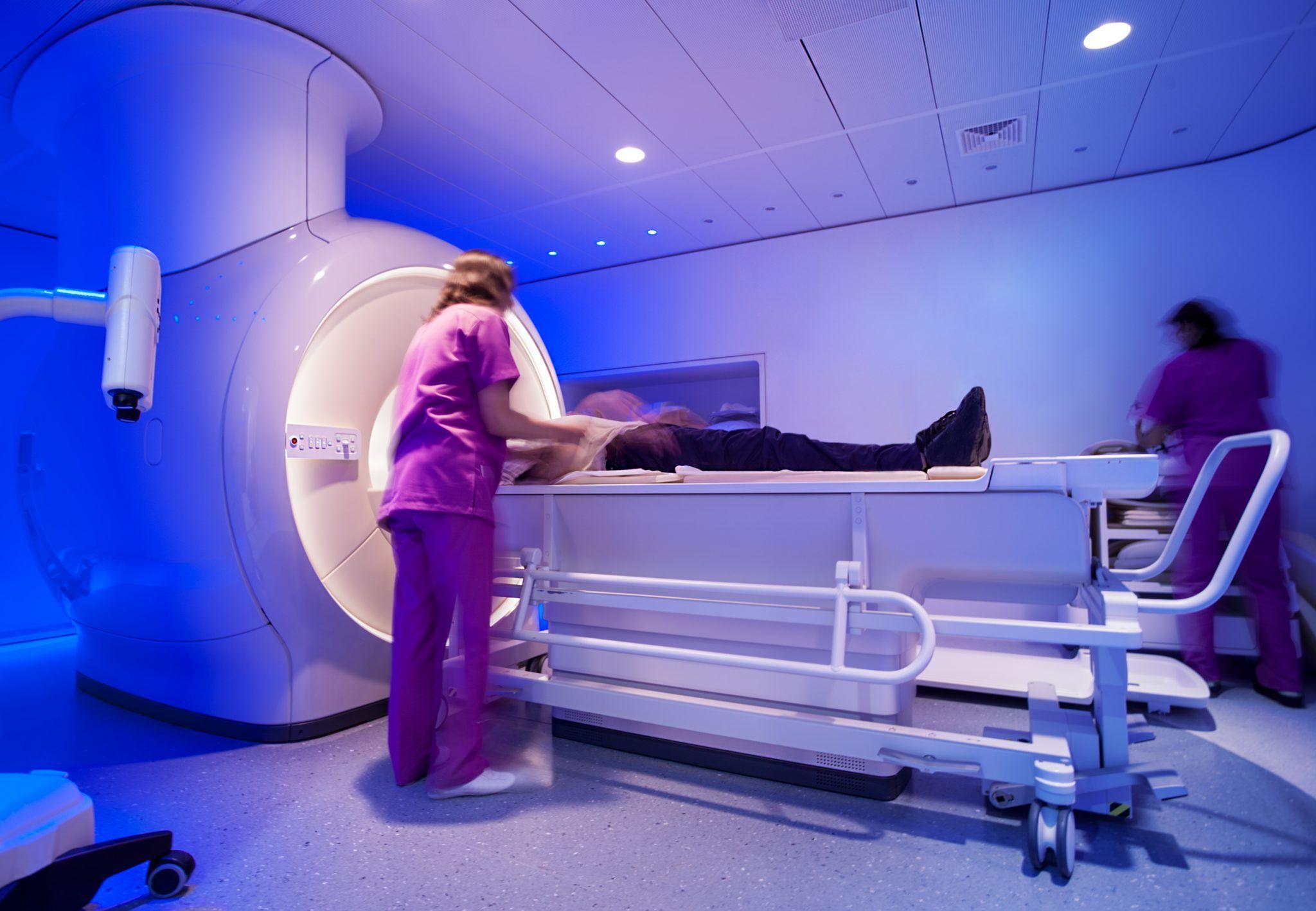 Când se impune să facem o analiză RMN și ce pregătiri sunt necesare înaintea investigației
