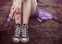 Educația sexuală rămâne un TABU în România! Mulți părinți se opun, dar și Biserica, deși conducem în topul adolescentelor care devin mame