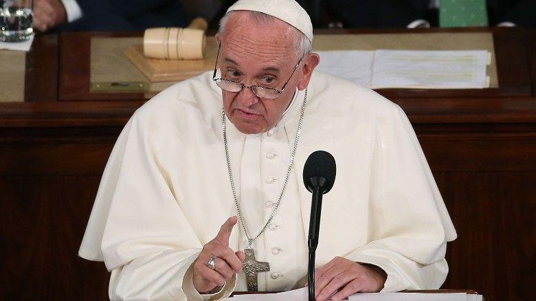 """Papa Francisc, previziuni CUTREMURĂTOARE: """"Ne aşteaptă dărâmături, pustietăţi şi deşeuri"""""""