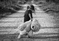 """Rănile din copilărie nu se vindecă automat la maturitate! Cum ne salvăm """"copilul interior""""?"""