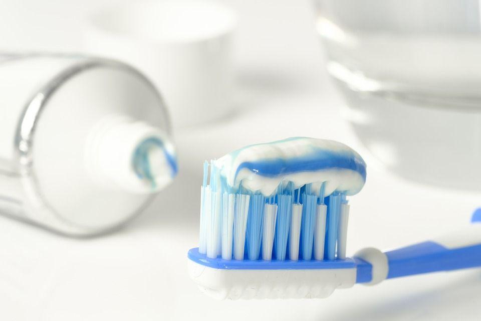 Ce pericol nebănuit se ascunde în pasta ta de dinți! Îți poate afecta serios sănătatea