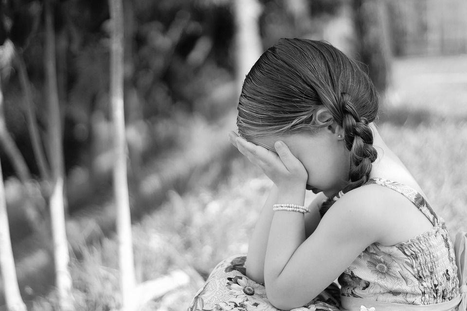 Una din cinci fete și unul din opt băieți sunt molestați în copilărie. Cum îți înveți copilul să se ferească de pedofili