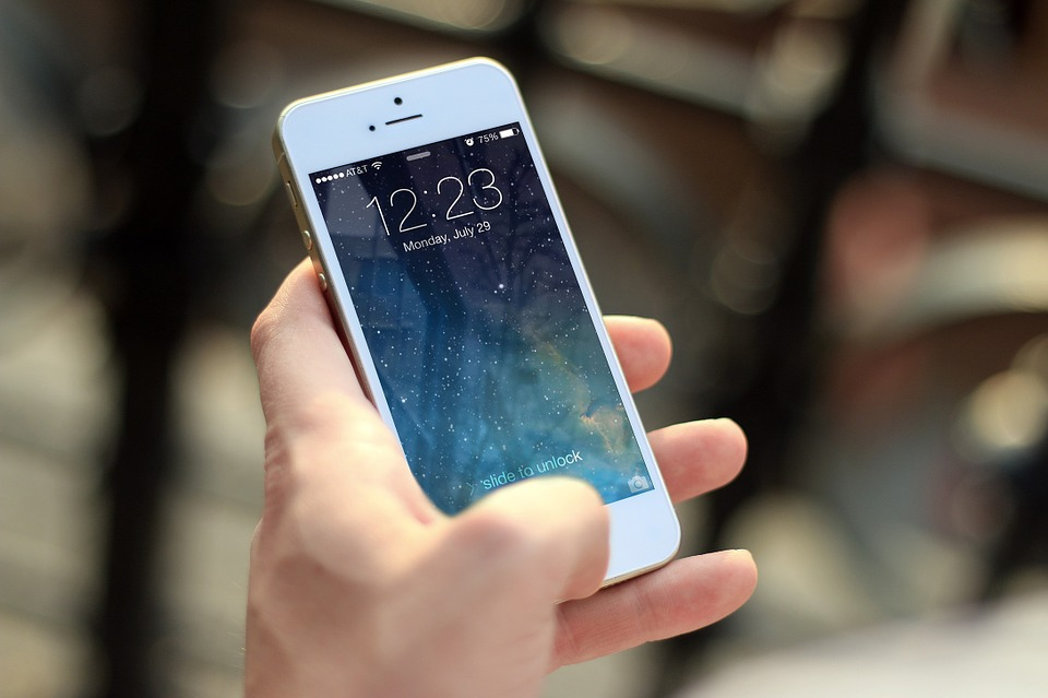 Tinerii bolnavi de CANCER au la dispoziție o APLICAȚIE mobilă. Este GRATUITĂ