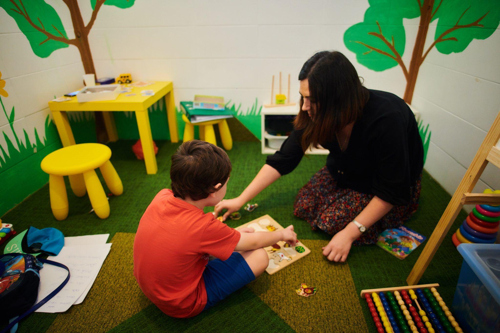 Un nou centru de terapie pentru copiii cu autism, în București