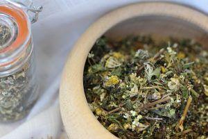 Remediu naturist anti-COVID? Ceaiul ieftin neluat în seamă de OMS, atenționarea unui cunoscut medic român