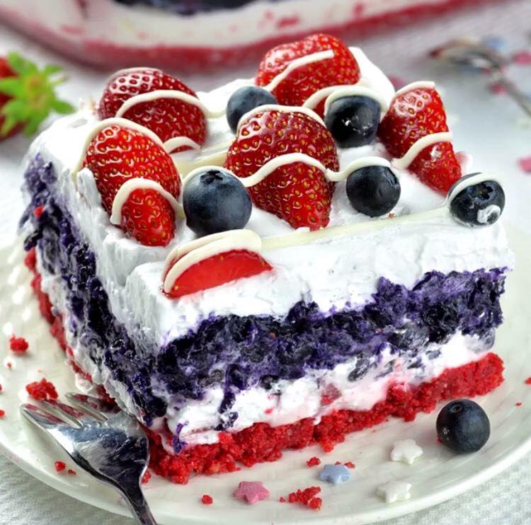 Prăjitura fabuloasă multicoloră, metoda sigură de a-ți ului invitații