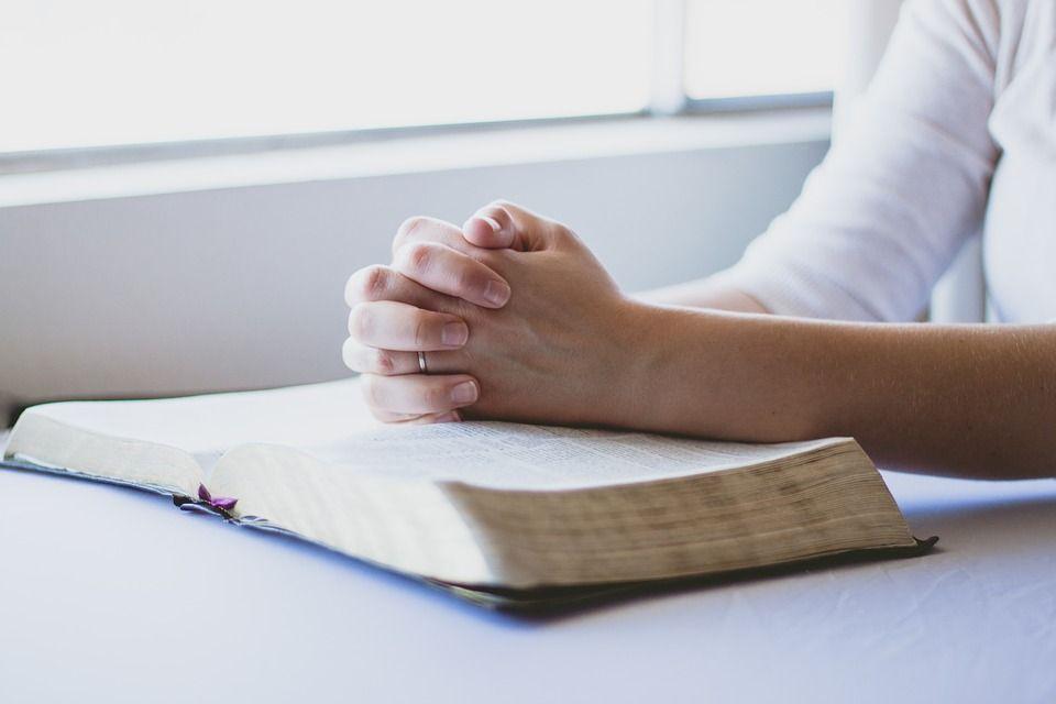 """Se schimbă textul rugăciunii """"Tatăl Nostru"""". Modificarea adusă de Biserica Catolică"""