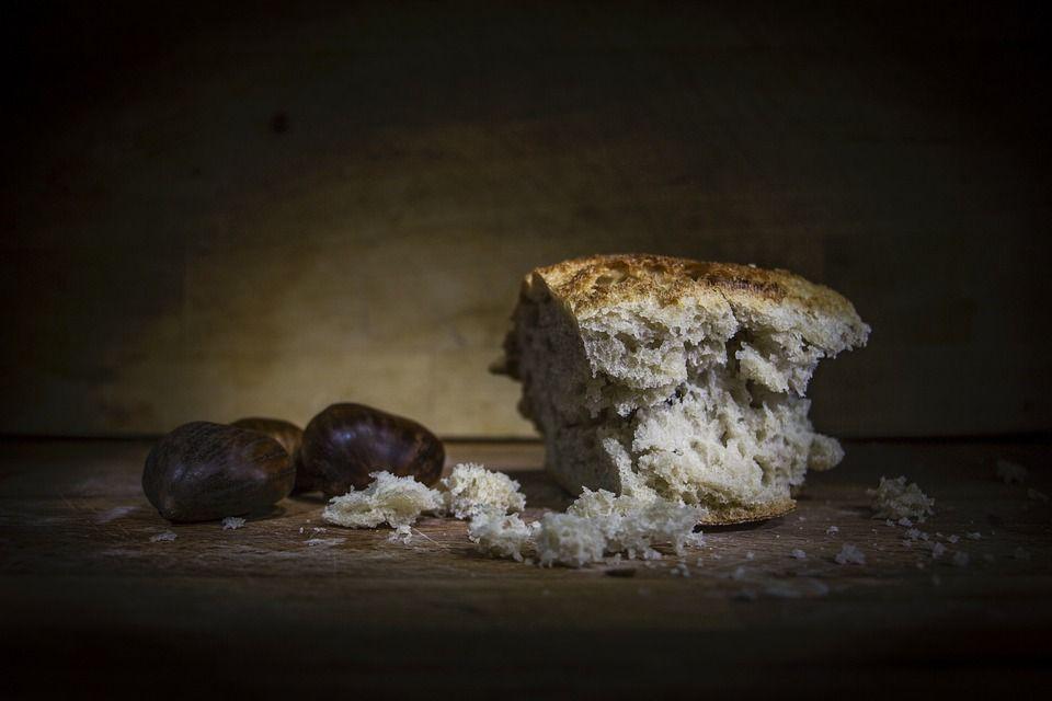 Când pâinea neagră devine un pericol pentru sănătate! Ce aditivi conţine?