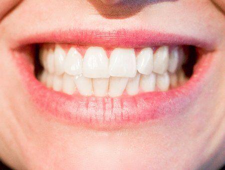 Bruxismul - scrâșnitul din dinți, o afecțiune dentară frecventă, declanșată de factori genetici, fizici sau psihologici