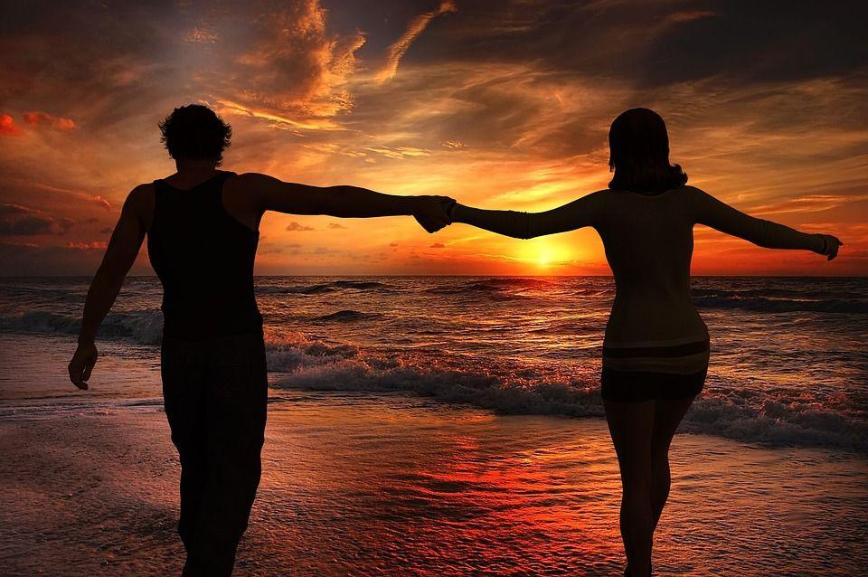 Cele mai bune poziții de amor pe caniculă. Nu renunța la viața intimă doar din cauza căldurii insuportabile
