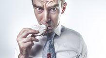 """Eşti mort de foame? Rămâi aşa! Vezi ce beneficii îţi aduce """"dieta"""" prin înfometare"""
