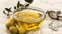 Uleiul de măsline este uimitor. De ce e bine să consumi o lingură în fiecare dimineață și ce beneficii incredibile are gargara cu acest ulei