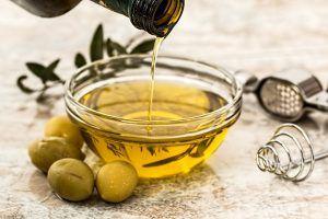 Uleiul de masline este uimitor. De ce e bine sa consumi o lingura in fiecare dimineața si ce beneficii incredibile are gargara cu acest ulei