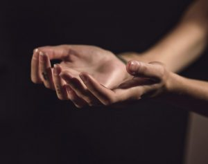 O pată neagră pe unghie poate fi semnul acestui CANCER devastator
