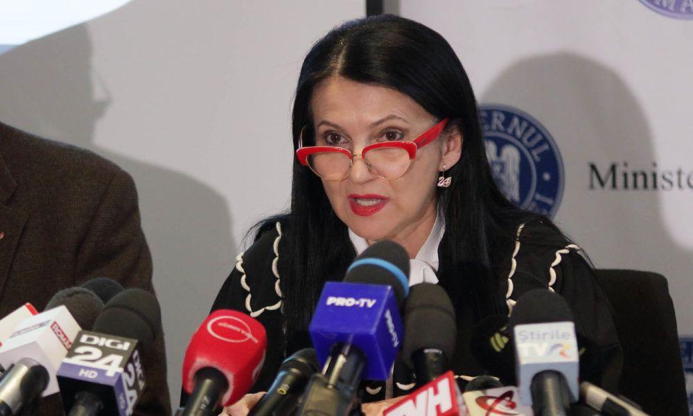 """Sorina Pintea, ministrul Sănătății: """"Pacientul are dreptul de a se trata în străinătate, atâta timp cât în țară nu are aceleași condiții"""""""
