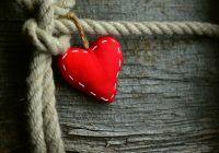 Iubești și simți că nu poți trăi fără o anumită persoană sau ești un lup singuratic? Te simți abandonat? Câte tipuri de atașament există și cum ne influențează