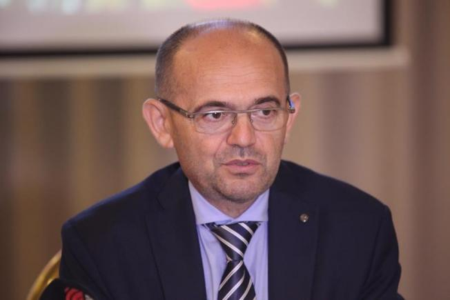 """Prof. dr. Dafin Mureșanu atrage atenția că accidentul vascular cerebral poate fi și silențios. """"Orice persoană cu aceste simptome trebuie să meargă urgent la doctor!"""""""