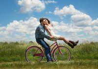 """Șase motiv pentru care cuplurile fericite nu se """"etalează"""" pe Facebook. Psiholog: """"Adevărata validare nu vine din like-uri"""""""