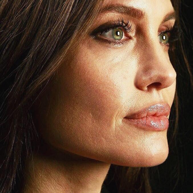 O fostă angajată a cuplului Pitt – Jolie a rupt tăcerea. Detalii halucinante despre relația dintre cei doi